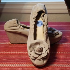 RESTRICTED toupe faux flower suede wedges